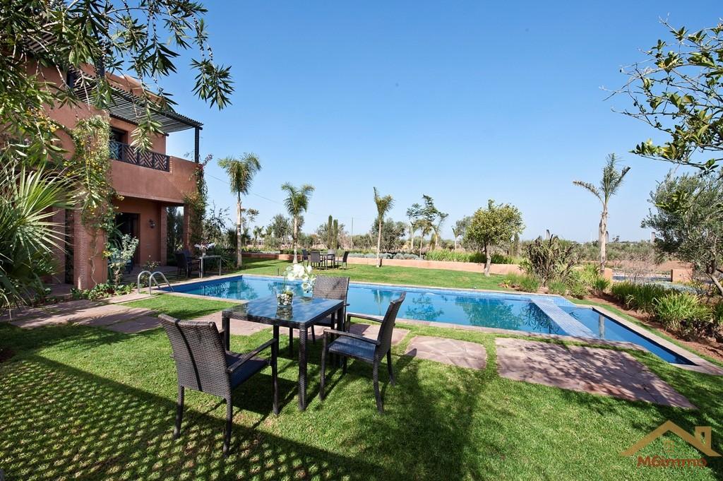 Luxueuse villa front golf